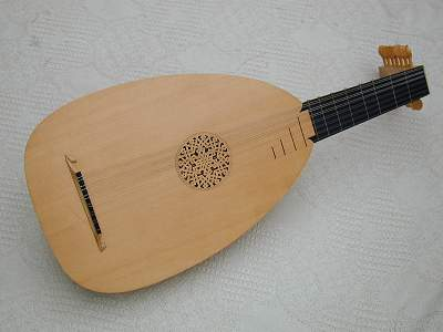 Front view of Venere Lute by Chris Allen and Sabina Kormylo
