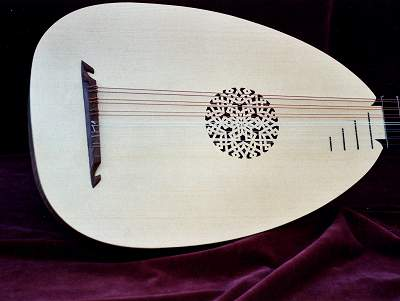 Pale belly of Venere Lute by Chris Allen and Sabina Kormylo