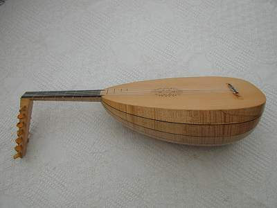 Chris Allen and Sabina Kormylo - side view of Venere Lute